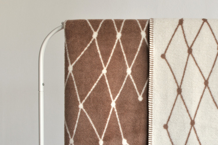 Woven blanket: THE GRID - brown - 160 x 240 cm / 63 x 94.5 inch