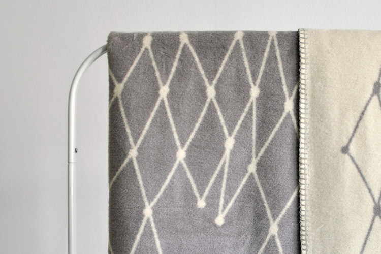 B-stock single piece: Woven blanket: THE GRID - light grey