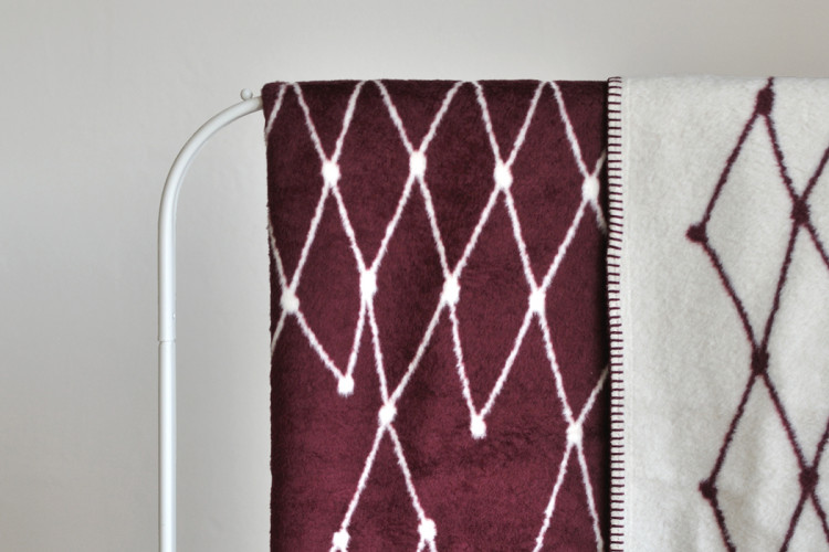 B-stock single piece: Woven blanket: THE GRID - burgundy - 160 x 240 cm / 63 x 94.5 inch